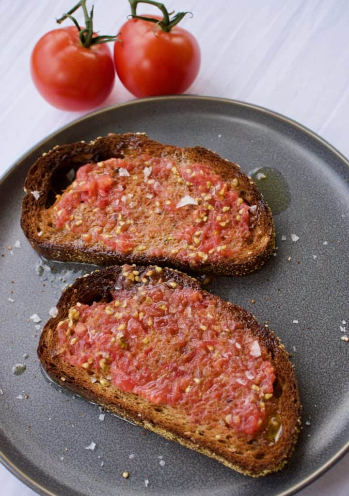 Pan con tomate on a grey plate